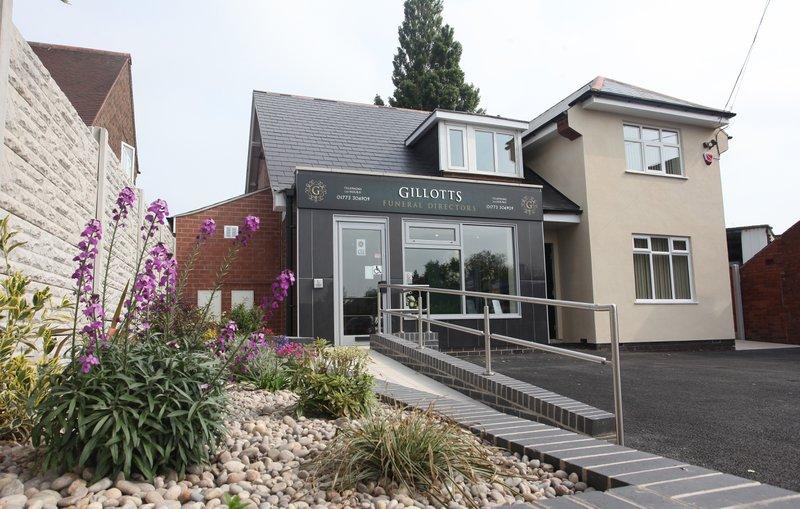 Gillotts Funeral Directors, Selston, Nottingham, funeral director in Nottingham