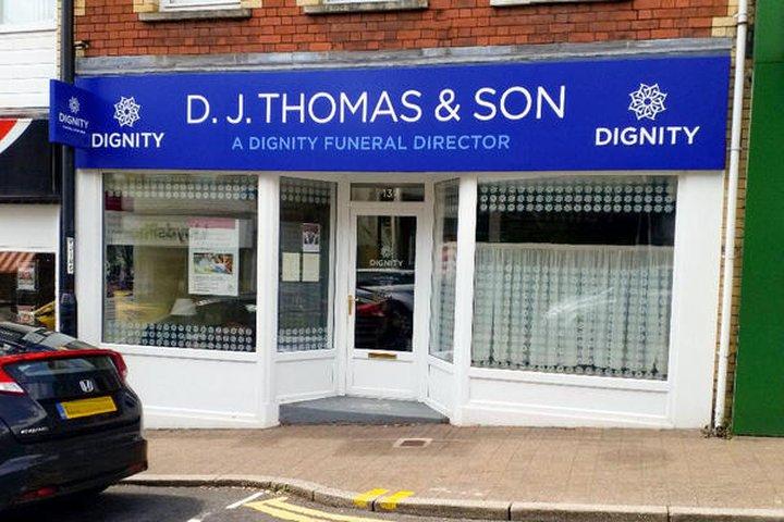 D J Thomas & Son Funeral Directors - Ystrad Mynach