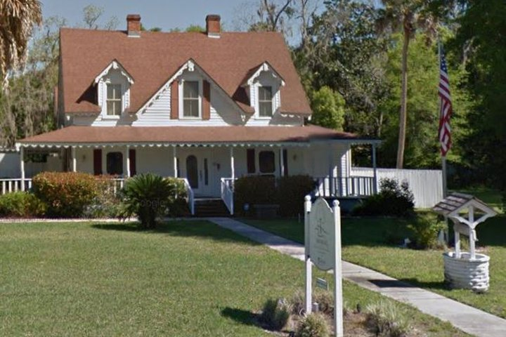 Moring Funeral Home, Melrose