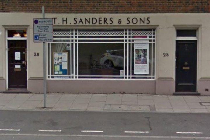 T H Sanders & Sons Funeral Directors, Richmond Kew Rd
