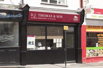 D J Thomas & Son Funeral Directors