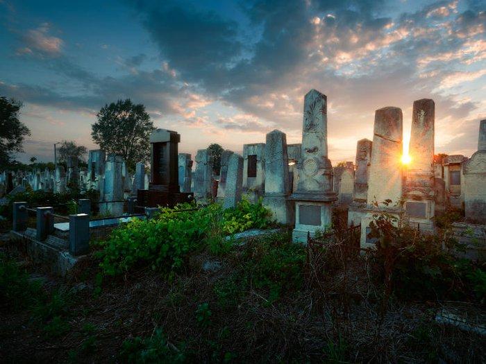 Ukraine's Chernivsti Cemetery