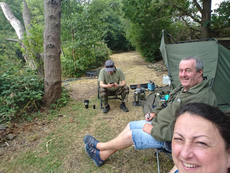 Martin on the Chertsey pond,fishing and having fun,fair winds and calm seas Martin until the RV in the crew bar