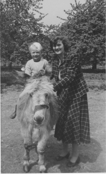 An early memory of Auntie Margaret at Selling Circa 1956  x