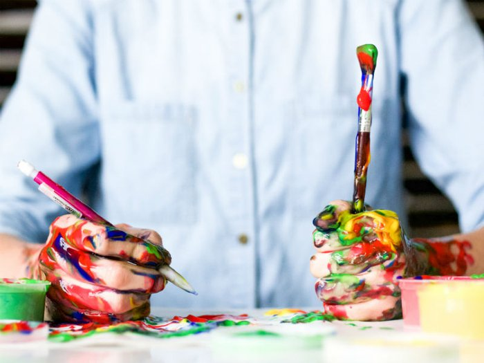 Man participating in art therapy session for bereavement
