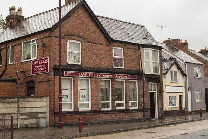 O W Ellis Funeral Directors, Shotton, Flintshire, funeral director in Flintshire