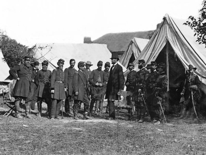 President Lincoln consults with officers before the Battle of Antietam.