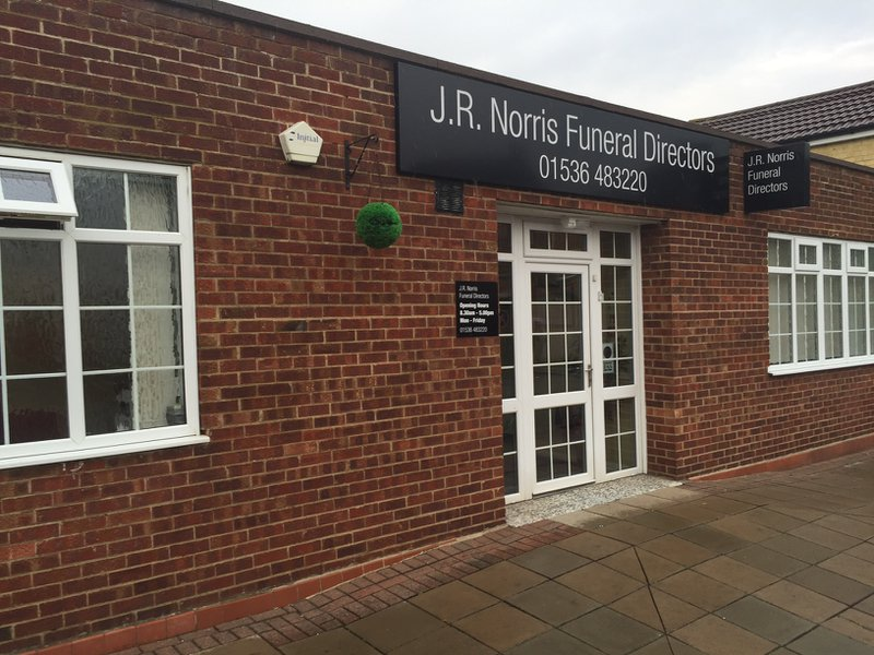 J R Norris Funeral Service, Northamptonshire, funeral director in Northamptonshire