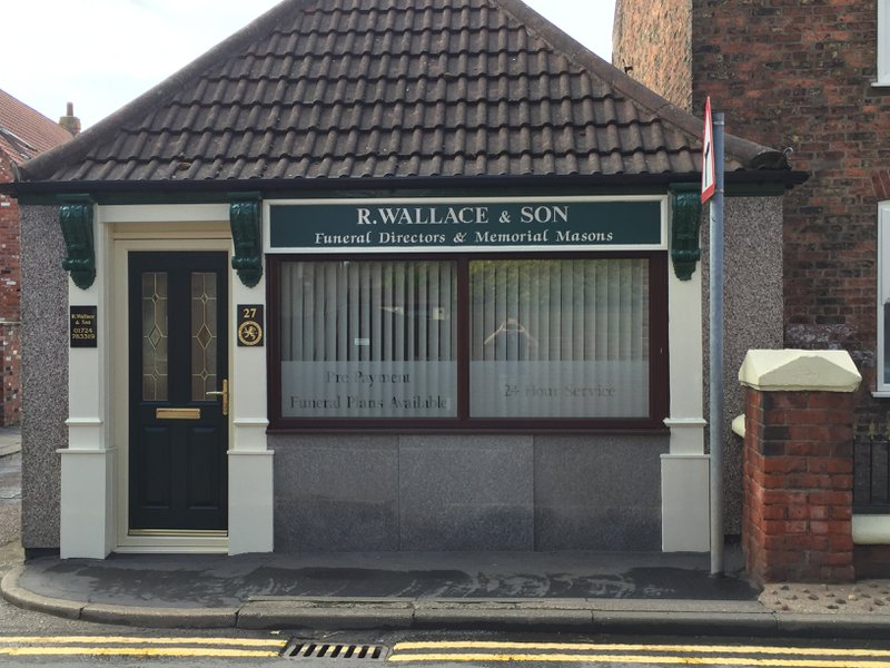 R Wallace & Son Ltd Crowle, South Humberside, funeral director in South Humberside