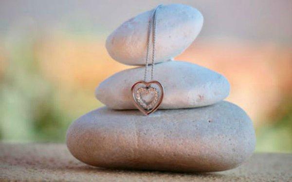 Memorial Jewellery: Reminders of Loved Ones