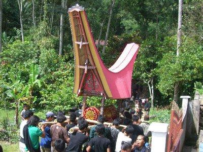 Death around the world: Toraja funerals