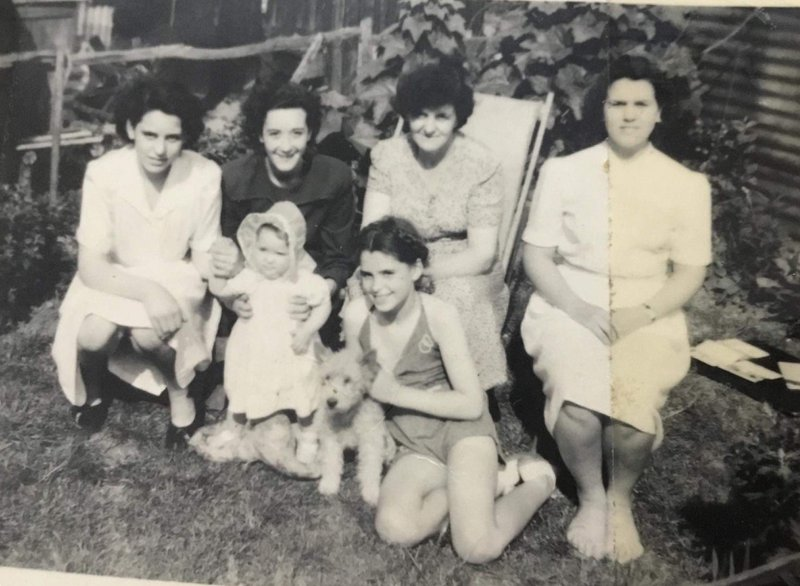 Pam, Terri with baby Lyn, her Mum Alice and a very young Eileen, and Pat.