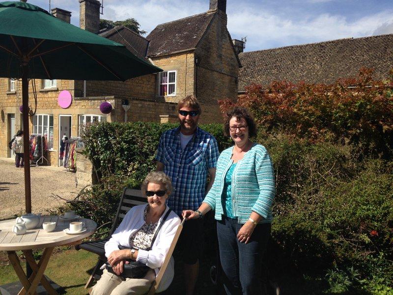 David, mum & me in the Cotswolds - happy memories 💕xxx